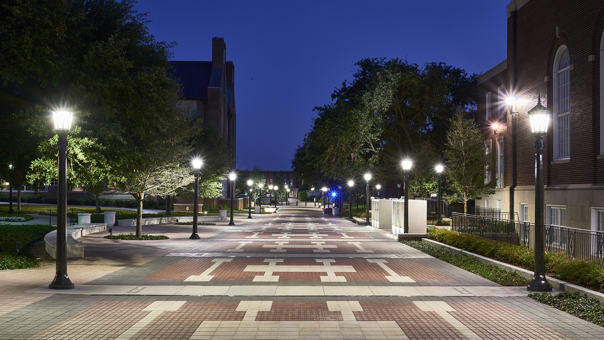 SMU – Crain Family Centennial Promenade